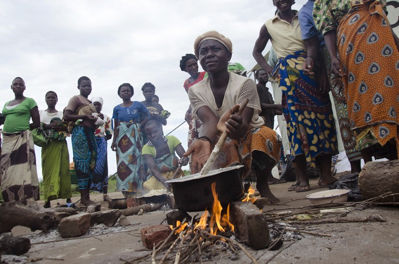 Victims of floods cook food on an outside fire at a UNICEF relief camp at Nchalo, Chikwawa, Malawi, Tuesday, Jan. 20, 2015. More than 170 people have been killed and 200,000 displaced by torrential rain and flooding in the southern African country. Large areas in the south are underwater and homes, crops and livestock have been washed away. (AP Photo/Shiraaz Mohamed)