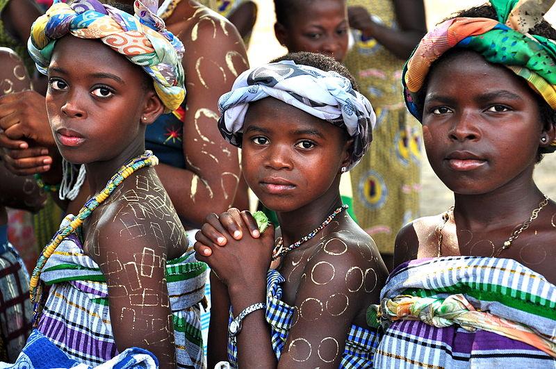 800px-Ghana_young_women_(7250532882)-2