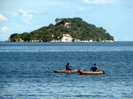 Canoes_on_Lake_Malawi