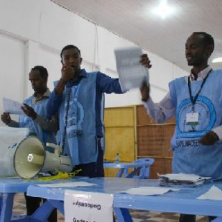 Concerns over election process cast shadow on #Somalia swearing-in ceremony