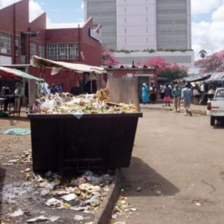 #Harare fights typhoid outbreak, vows to enforce street vendor ban