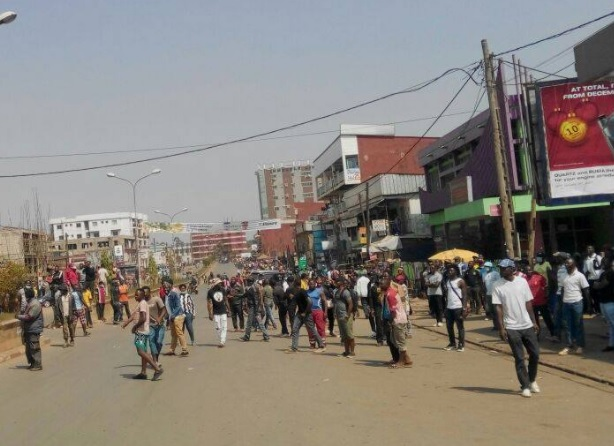 Cameroon's Anglophone protests lead to street clashes, new deaths