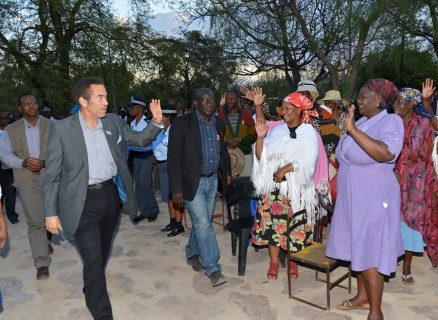 Khama kicks off Botswana farewell tour as he prepares to step down
