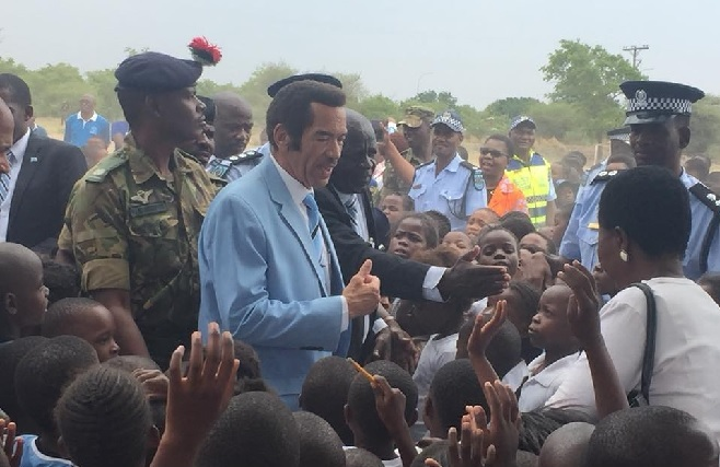 Stepping down, stepping up: Botswana's Khama criticizes 'self interest' of African leaders