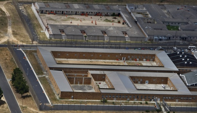 Cape Town suspects flee police and drive straight into … prison