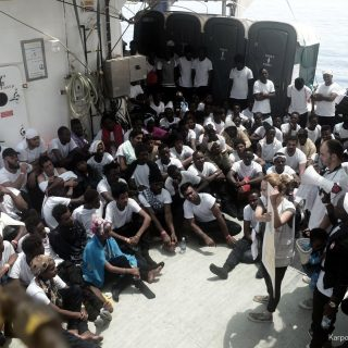 Migrants aboard Aquarius still wait for solution to Italy port crisis