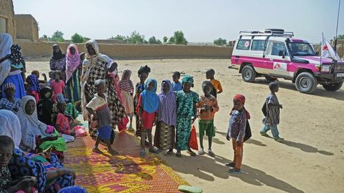 MSF Mali report: Perilous terrain, pink trucks and protecting aid workers