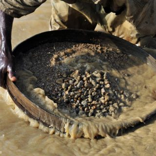 Sierra Leone: Pastor gives back giant diamond to help support nation