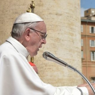 Pope's Easter message mindful of African conflicts, migrant suffering