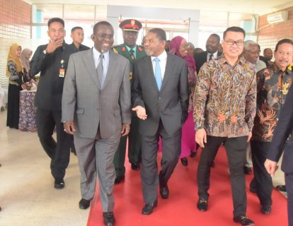 Zanzibar leader talks seaweed during Indonesia visit