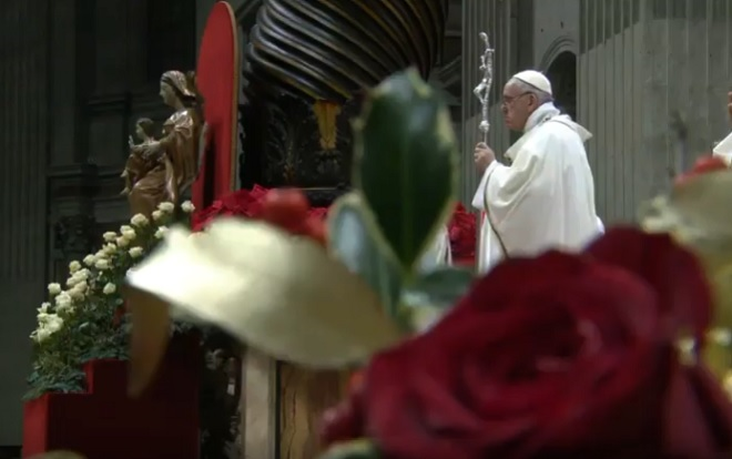 Pope appeals for simplicity in Christmas Vigil Mass message