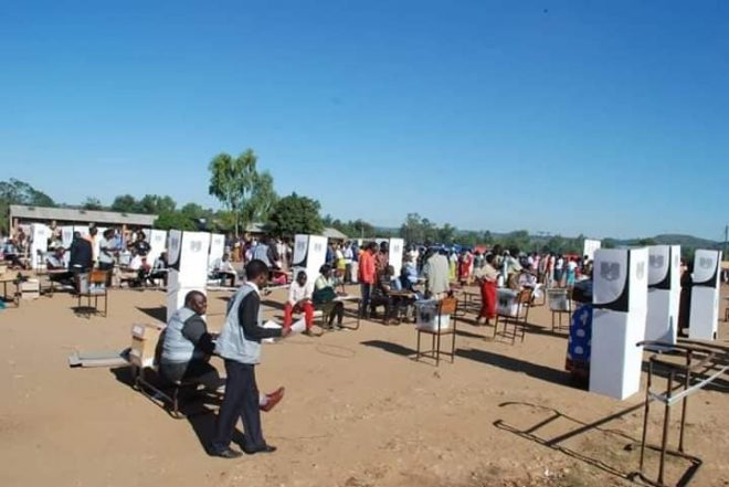Mutharika holds lead in Malawi presidential election