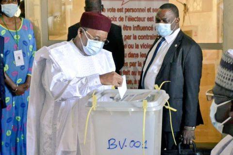 Niger elections trigger violence, fatal explosion
